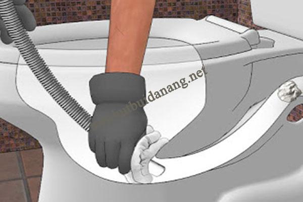 thông tắc bồn rửa bát bằng máy hút bụi